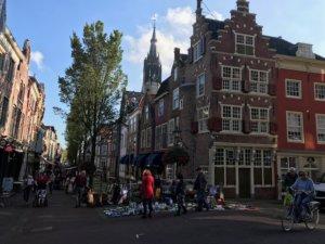Antiekmarkt in Delft