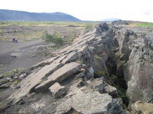 Opgestuwde landmassa op de plek waar de Atlantische en Europese tectonische platen bij elkaar komen in IJsland